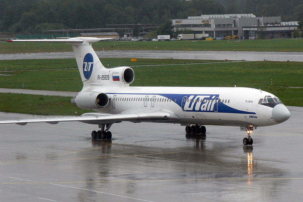 UTair Tu-154