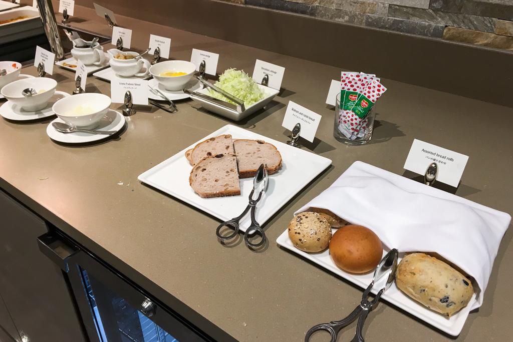 Bread in The Emirates Lounge Tokyo Narita