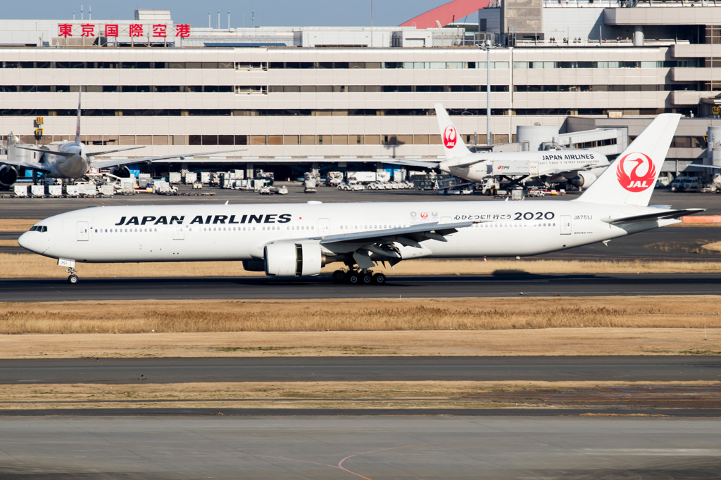 JAL Japan Airlines Boeing 777-300