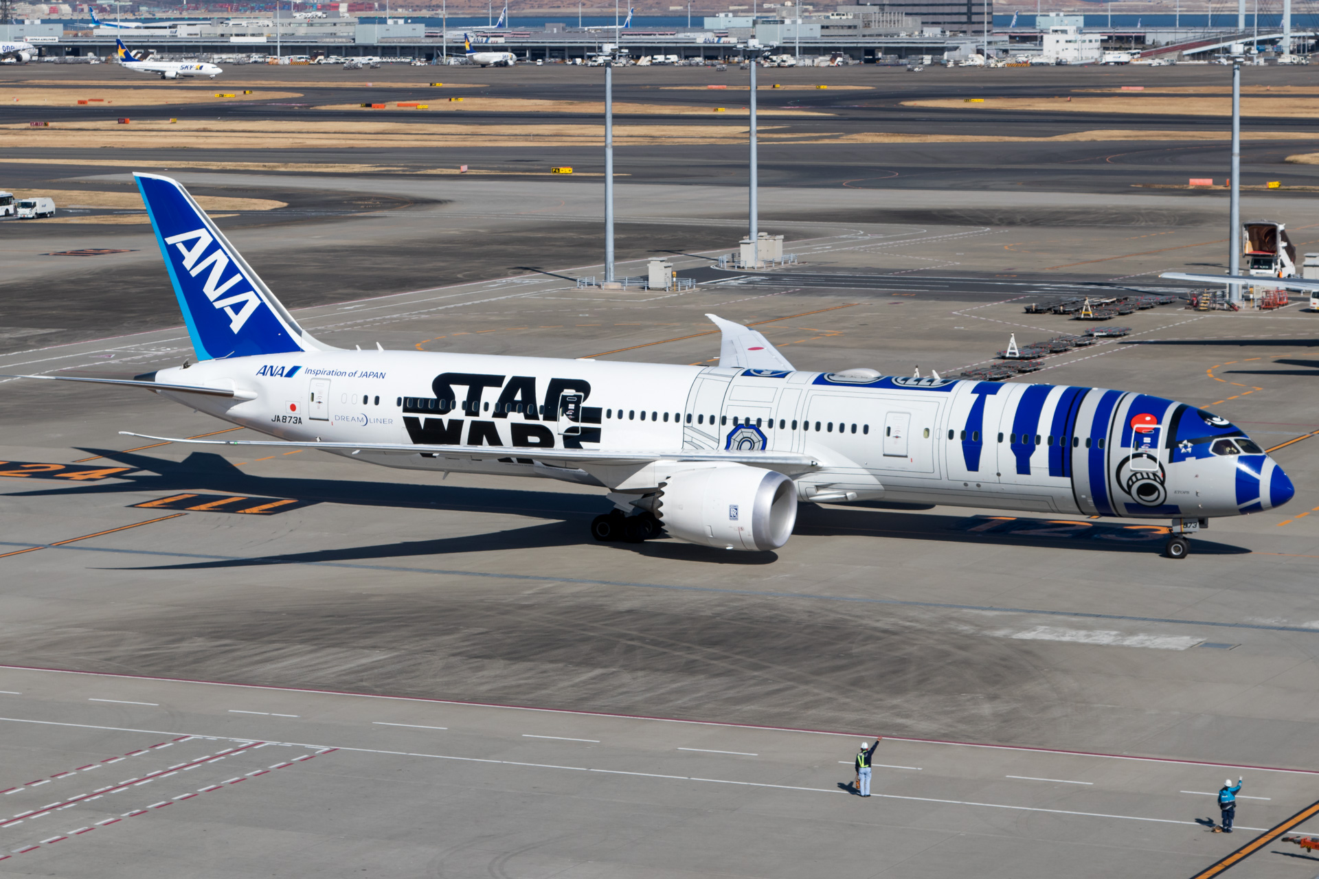 All Nippon Airways Boeing 787-9 Star Wars R2D2