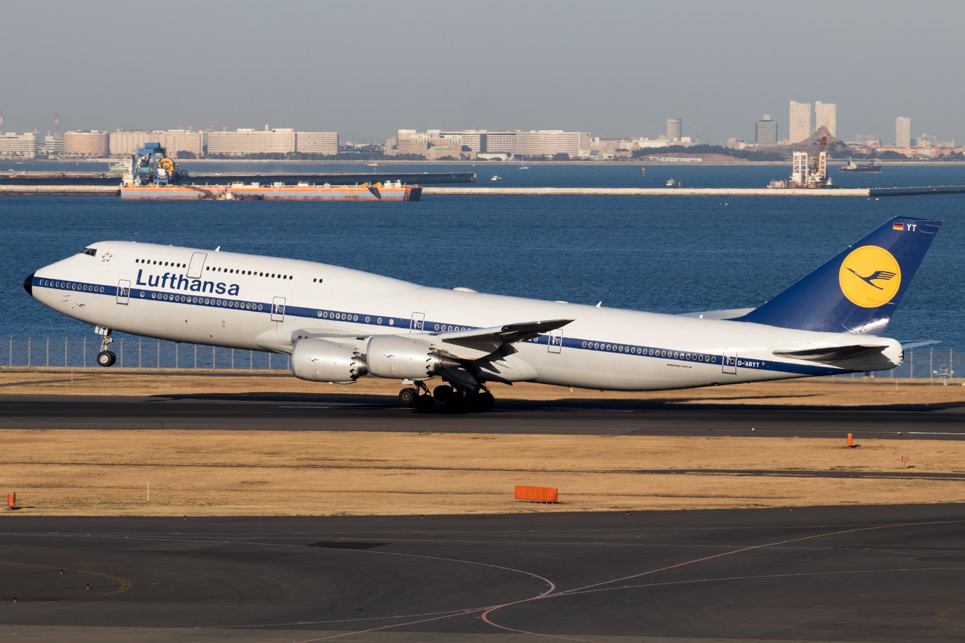 Lufthansa Boeing 747-8i Retro