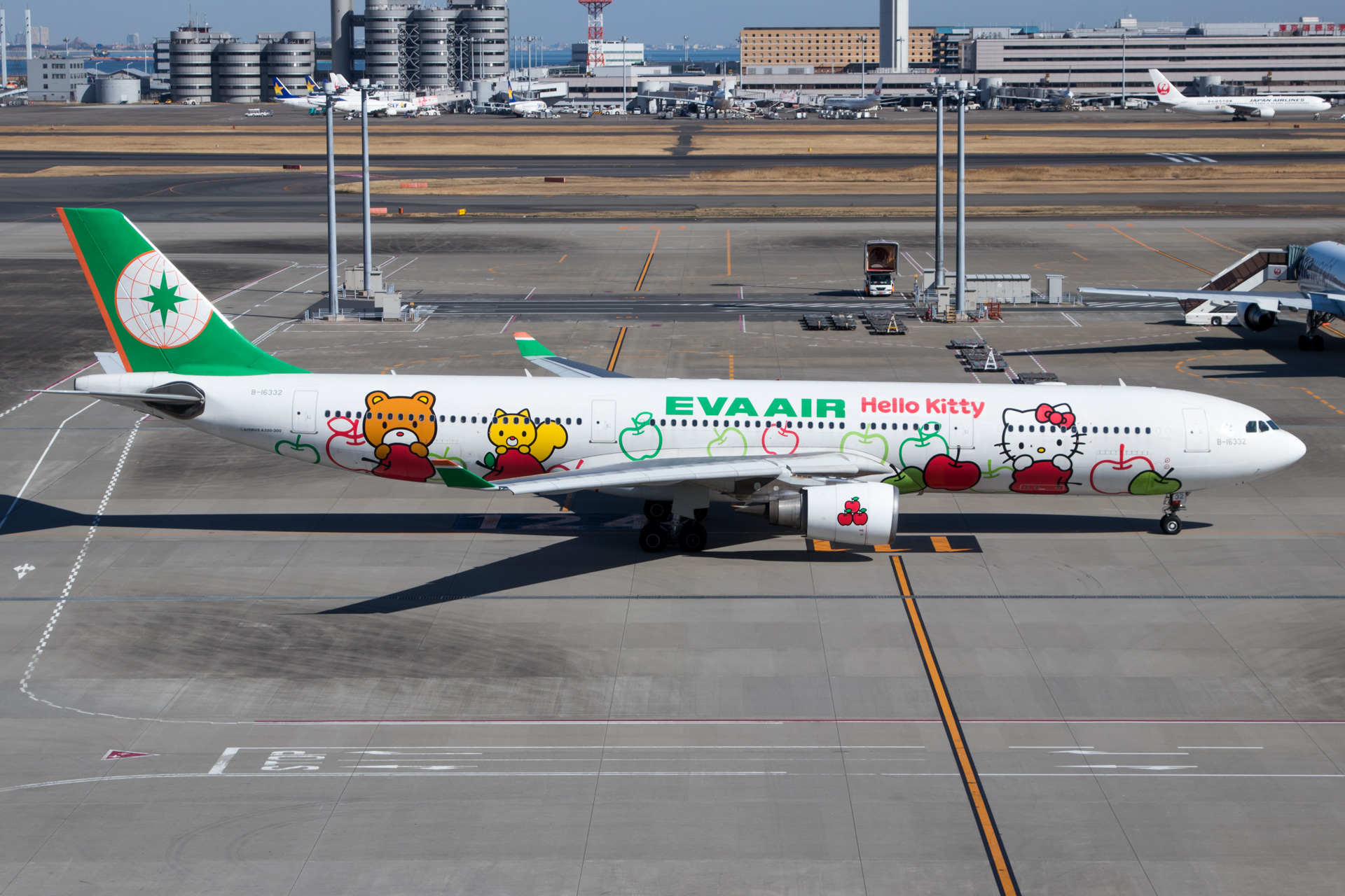 Eva Air Airbus A330-300 Hello Kitty Loves Apples