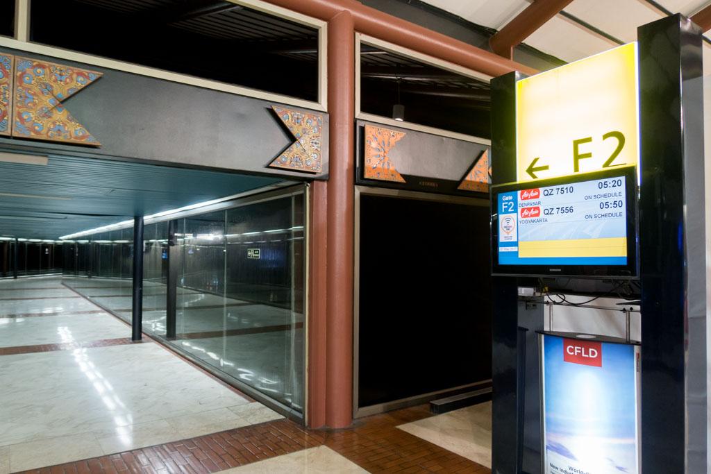 Gate F2