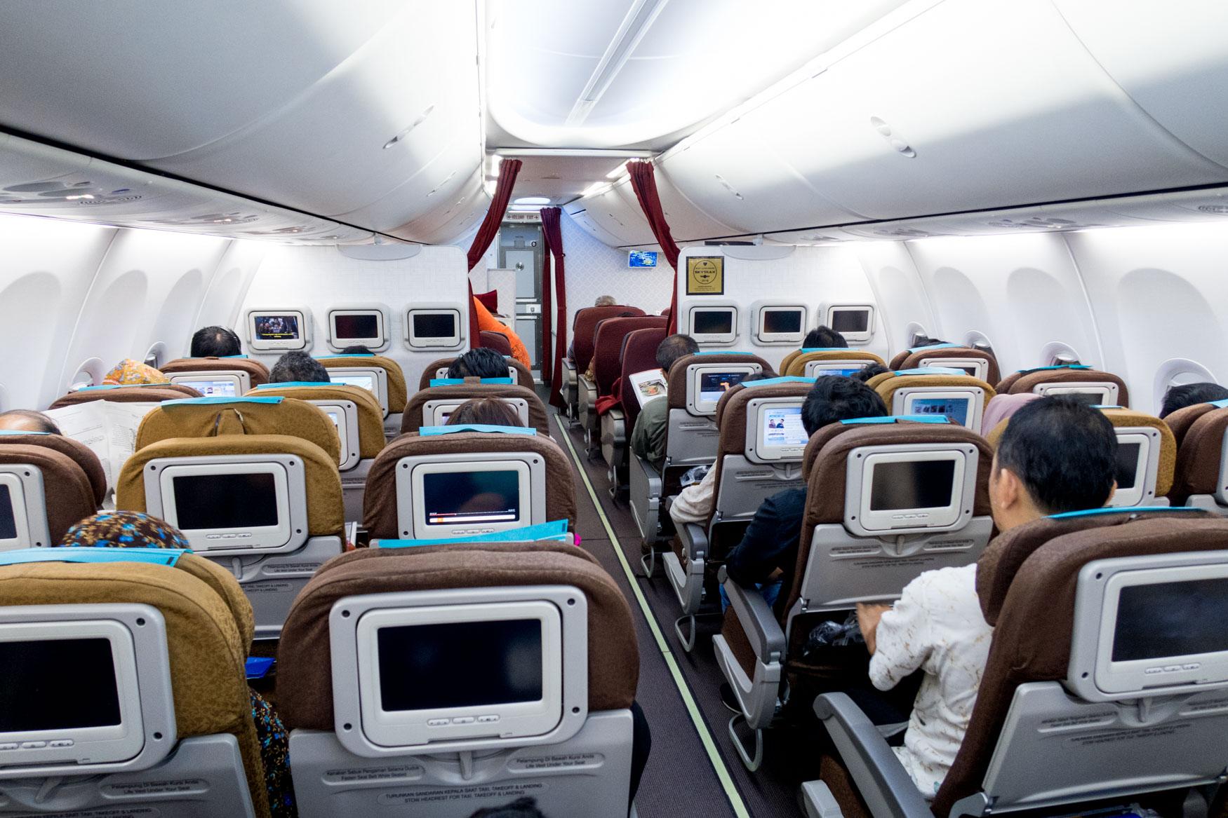 Garuda Indonesia 737-800 Cabin