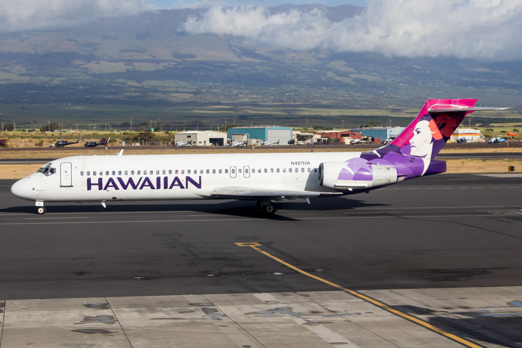 Hawaiian Airlines Boeing 717-200 Old Livery