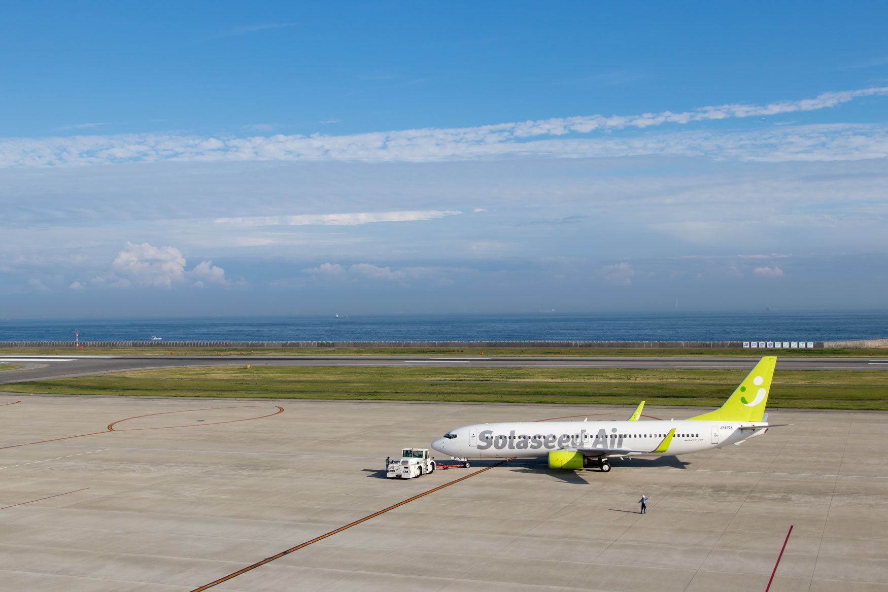 Solaseed Air 737 at Kobe Airport