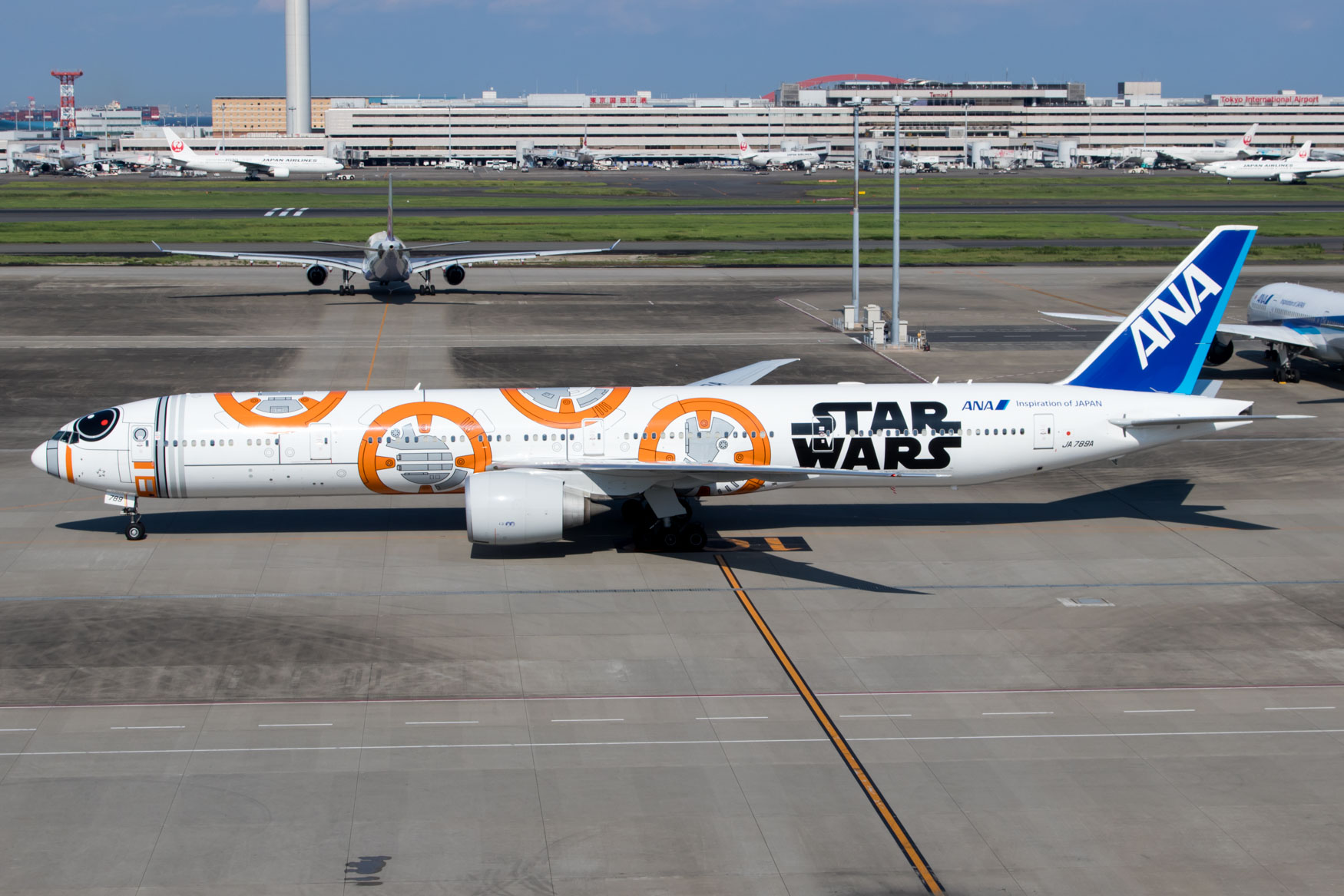 ANA Star Wars BB-8 Jet