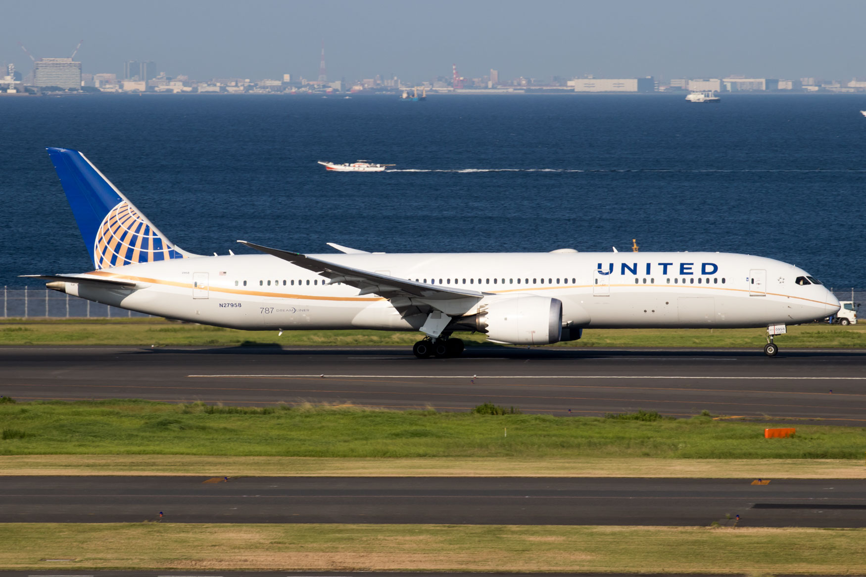 United Airlines 787-9