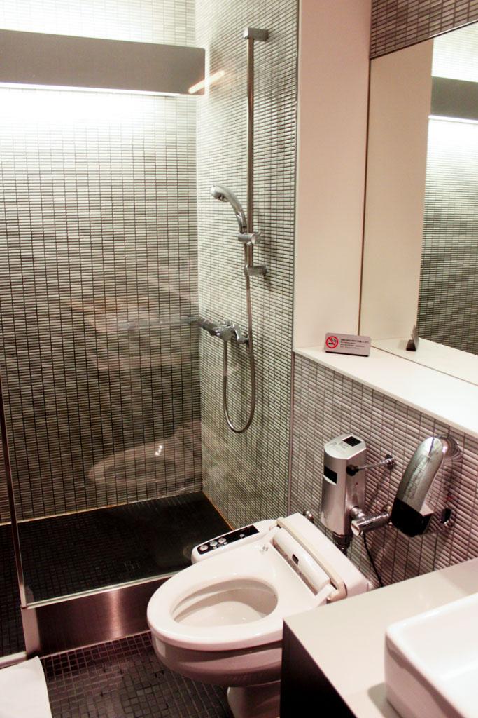 ANA Lounge Tokyo Narita Shower