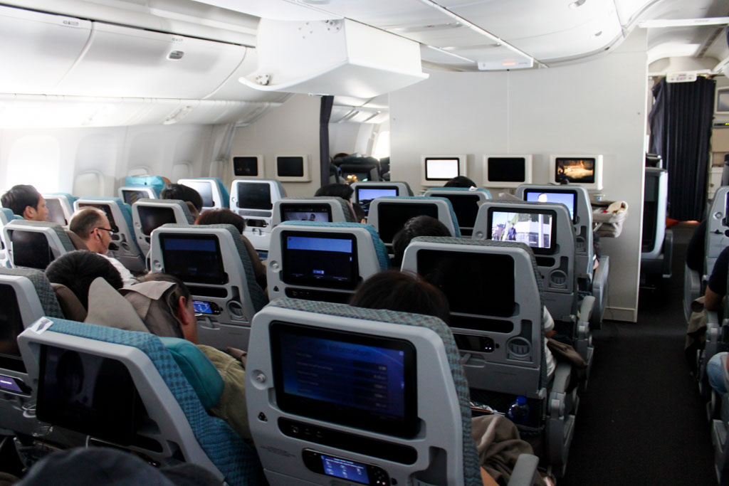 Singapore Airlines 777-300ER Economy Class
