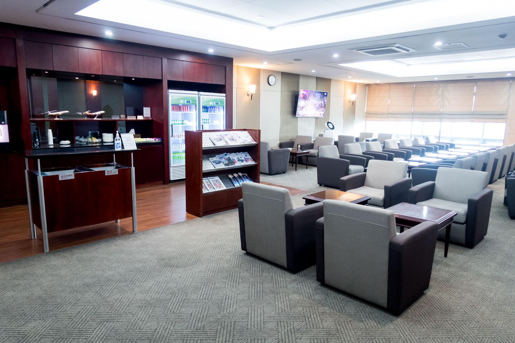 Asiana Lounge Seoul Gimpo Overview
