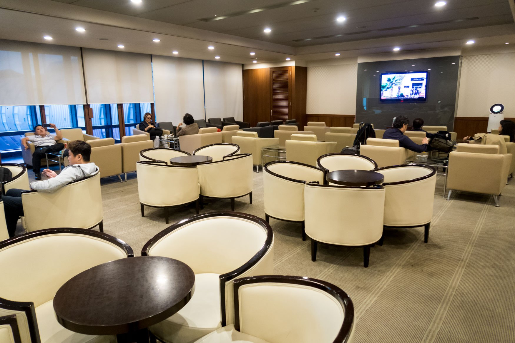 Overview of KAL Lounge at Gimpo