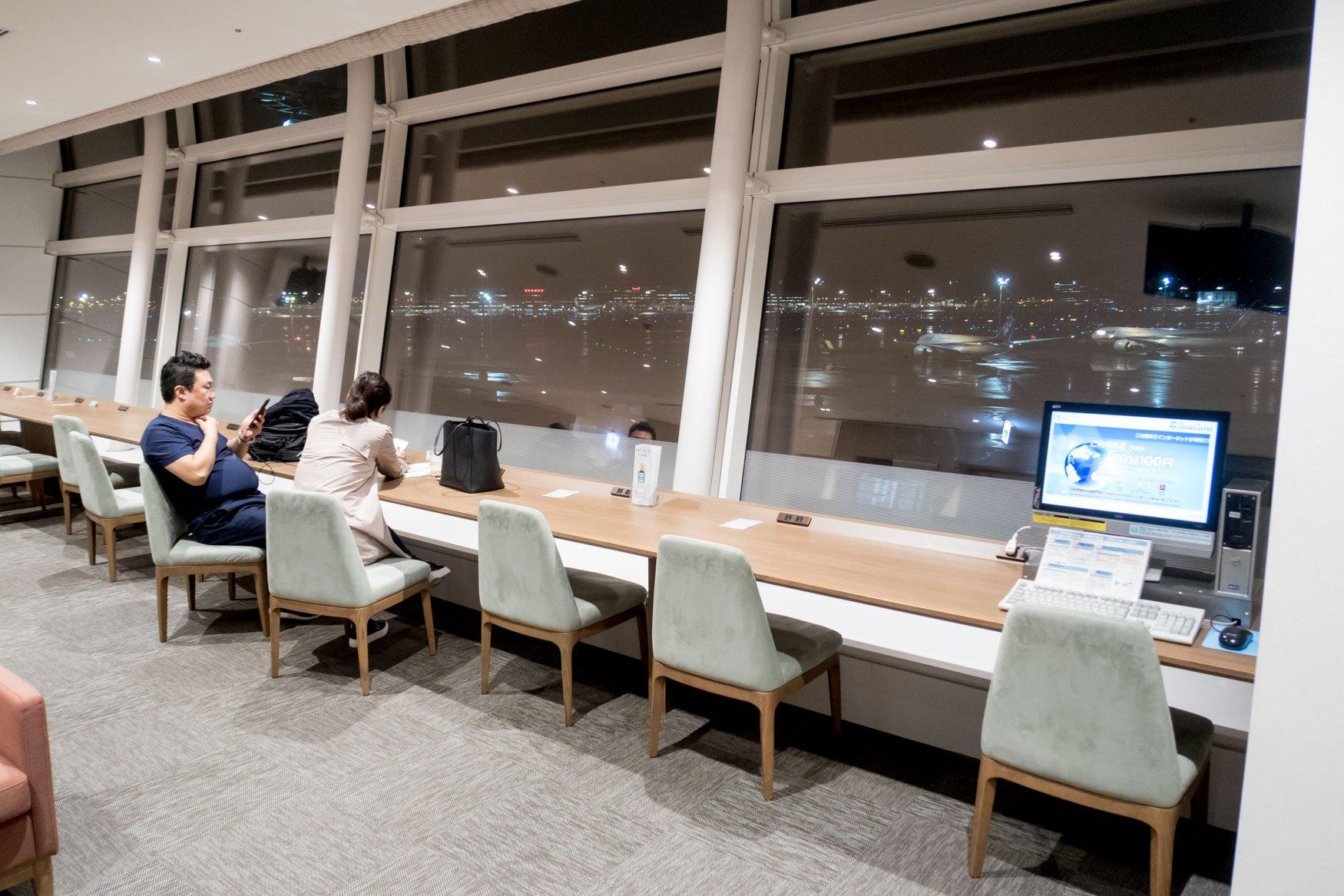 SKY LOUNGE Tokyo Haneda Counter