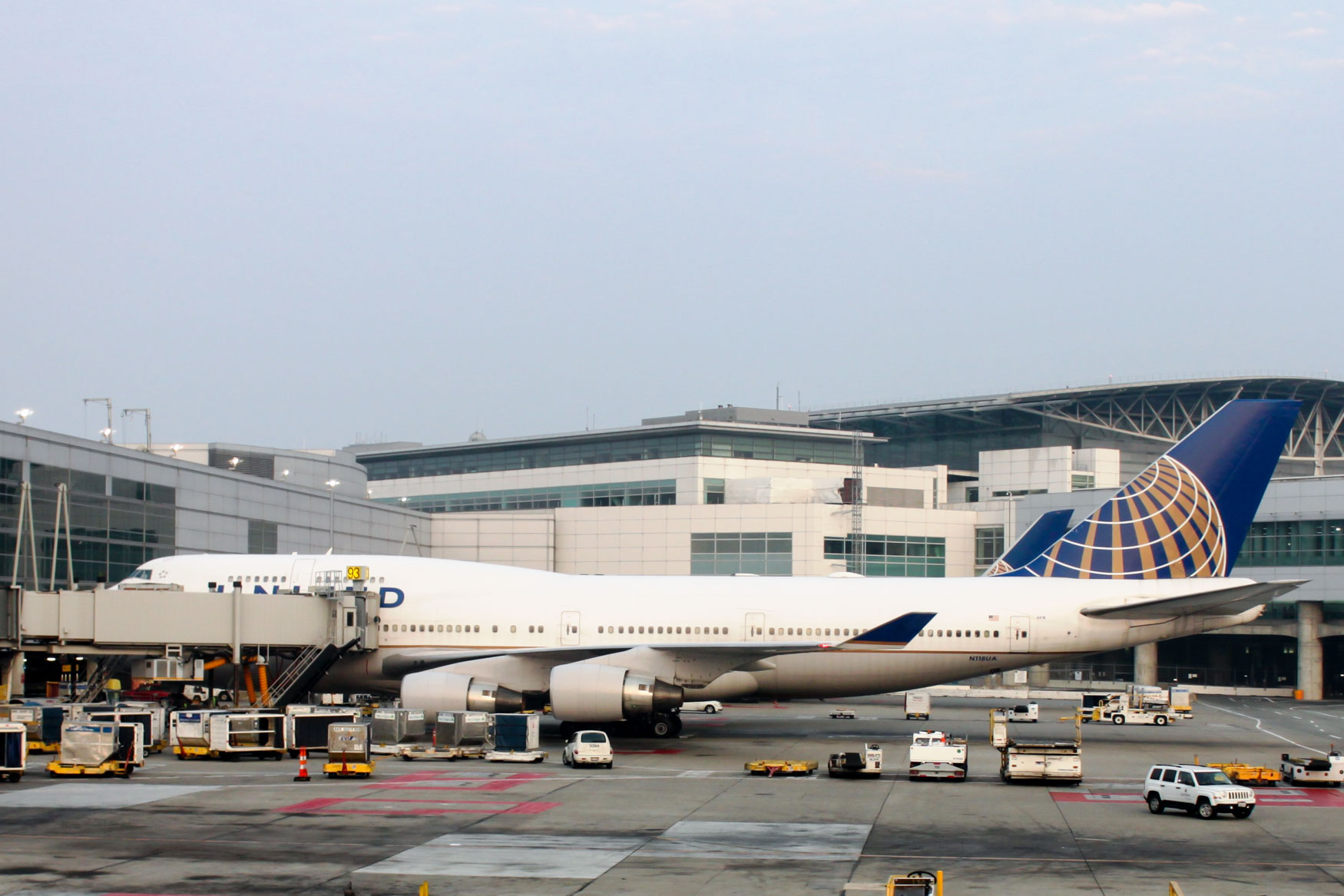 United Airlines Boeing 747-400 at San Francisco Airport