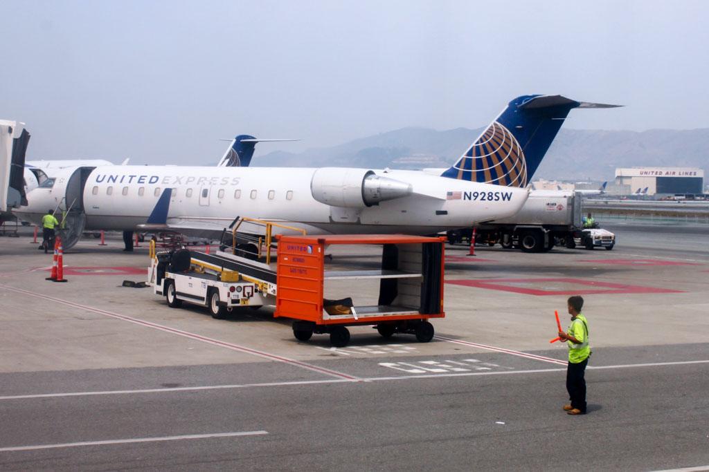 United Express CRJ