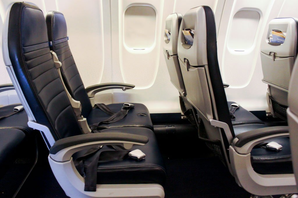 United Express Seatpitch