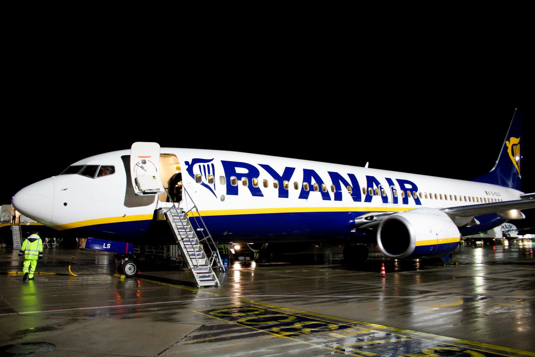 Ryanair 737-800 at Frankfurt Hahn