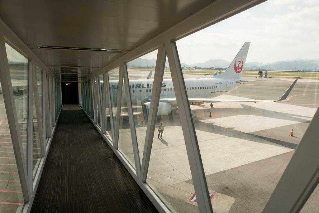 JAL 737 Boarding