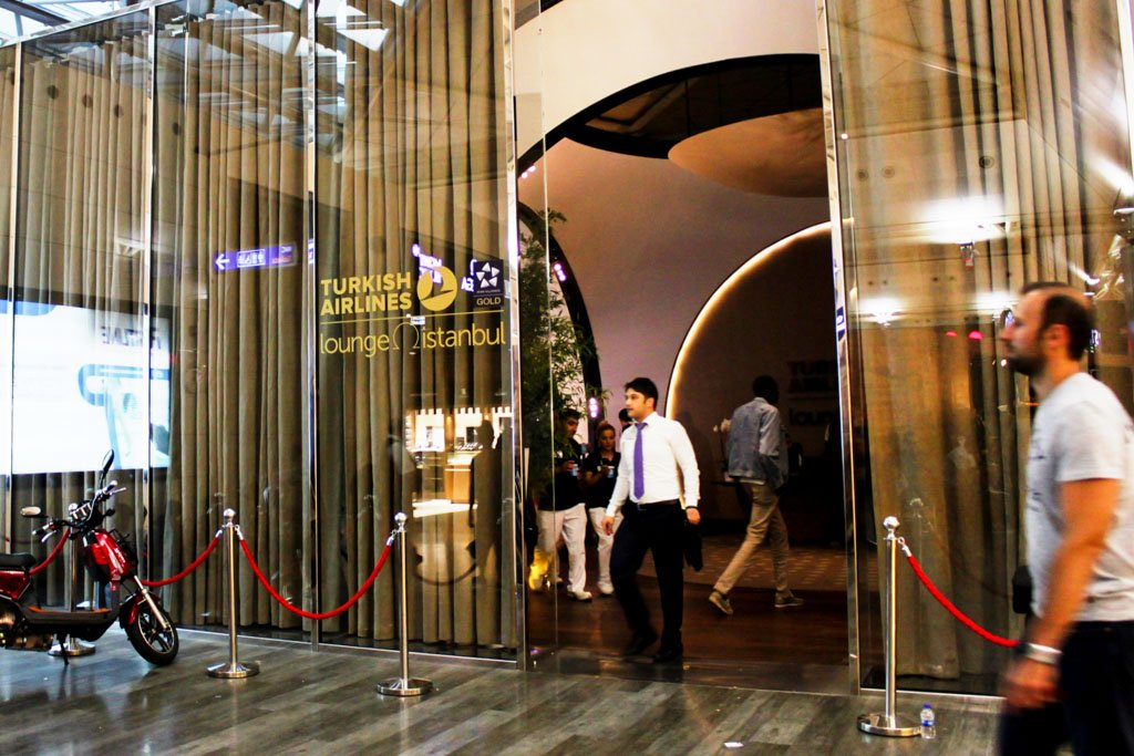 Turkish Airlines Lounge Istanbul Entrance