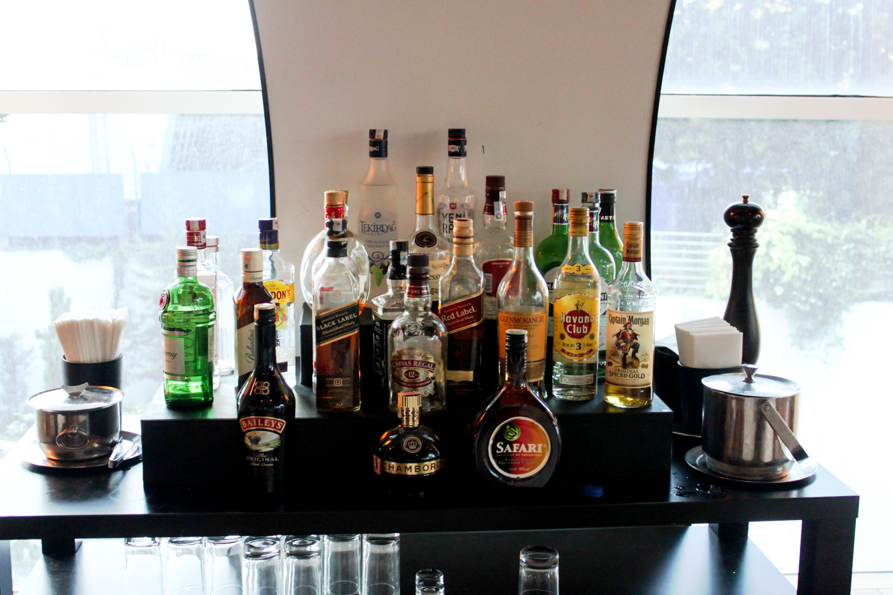 Turkish Airlines Lounge Istanbul Alcoholic Drinks