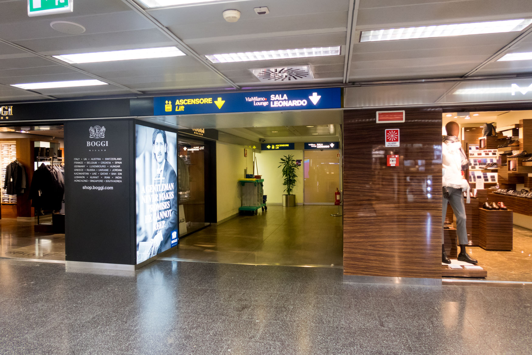 Club S.E.A. Sala Leonardo Milan Linate Entrance