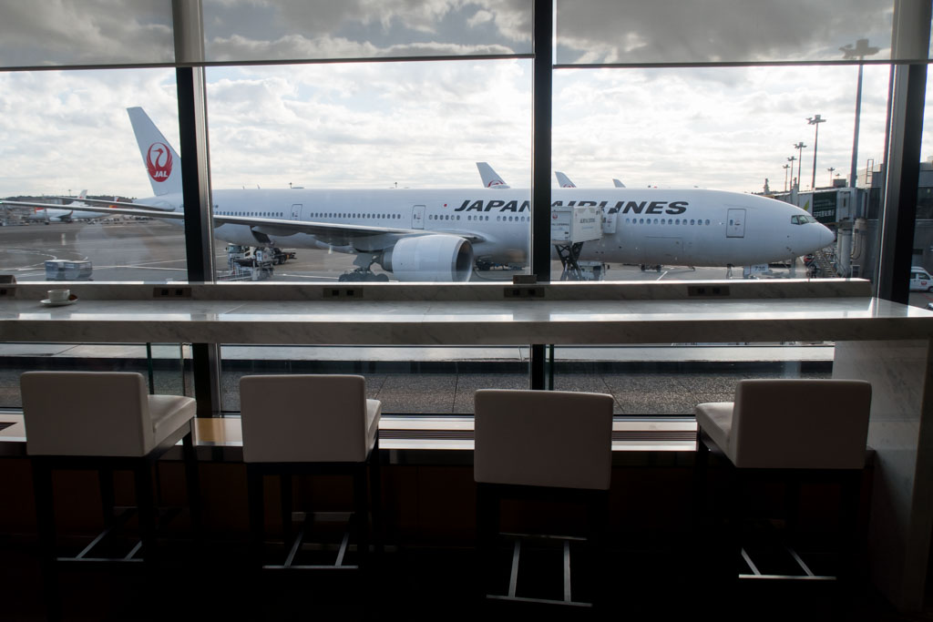 JAL Sakura Lounge Counter Overlooking the Apron