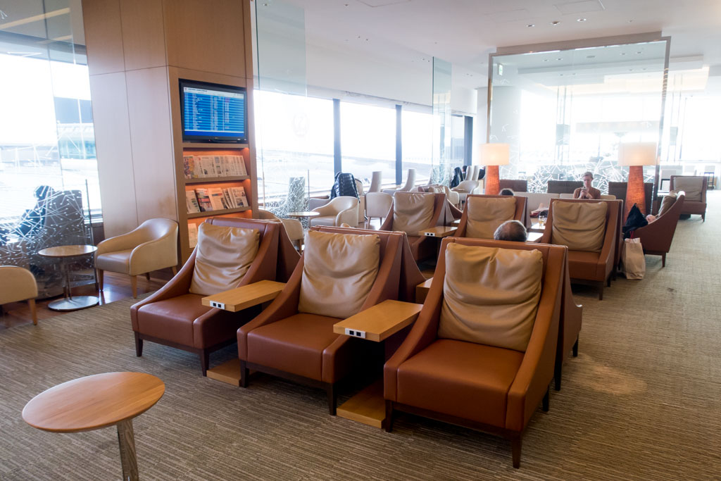 JAL Business Class Lounge Seating