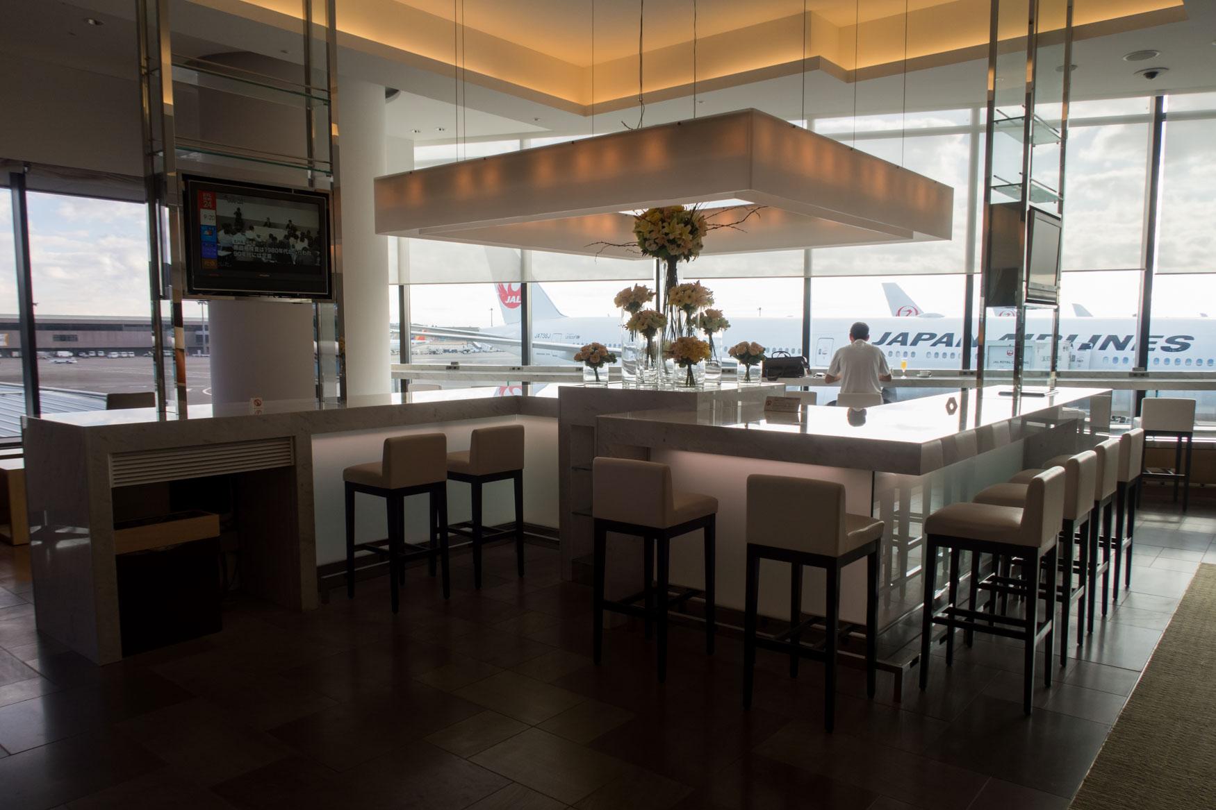 JAL Sakura Lounge Narita Bar Counter
