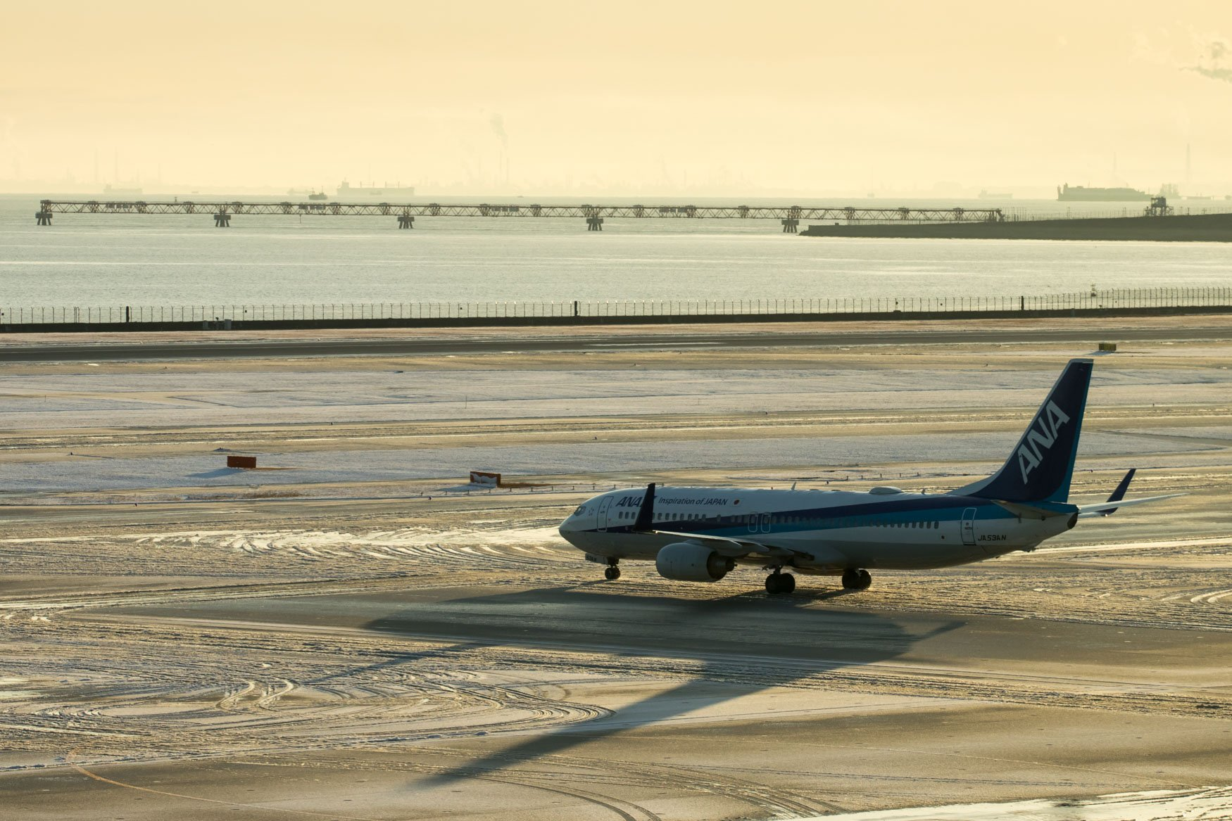 ANA 737-800 Taxiing for Departure