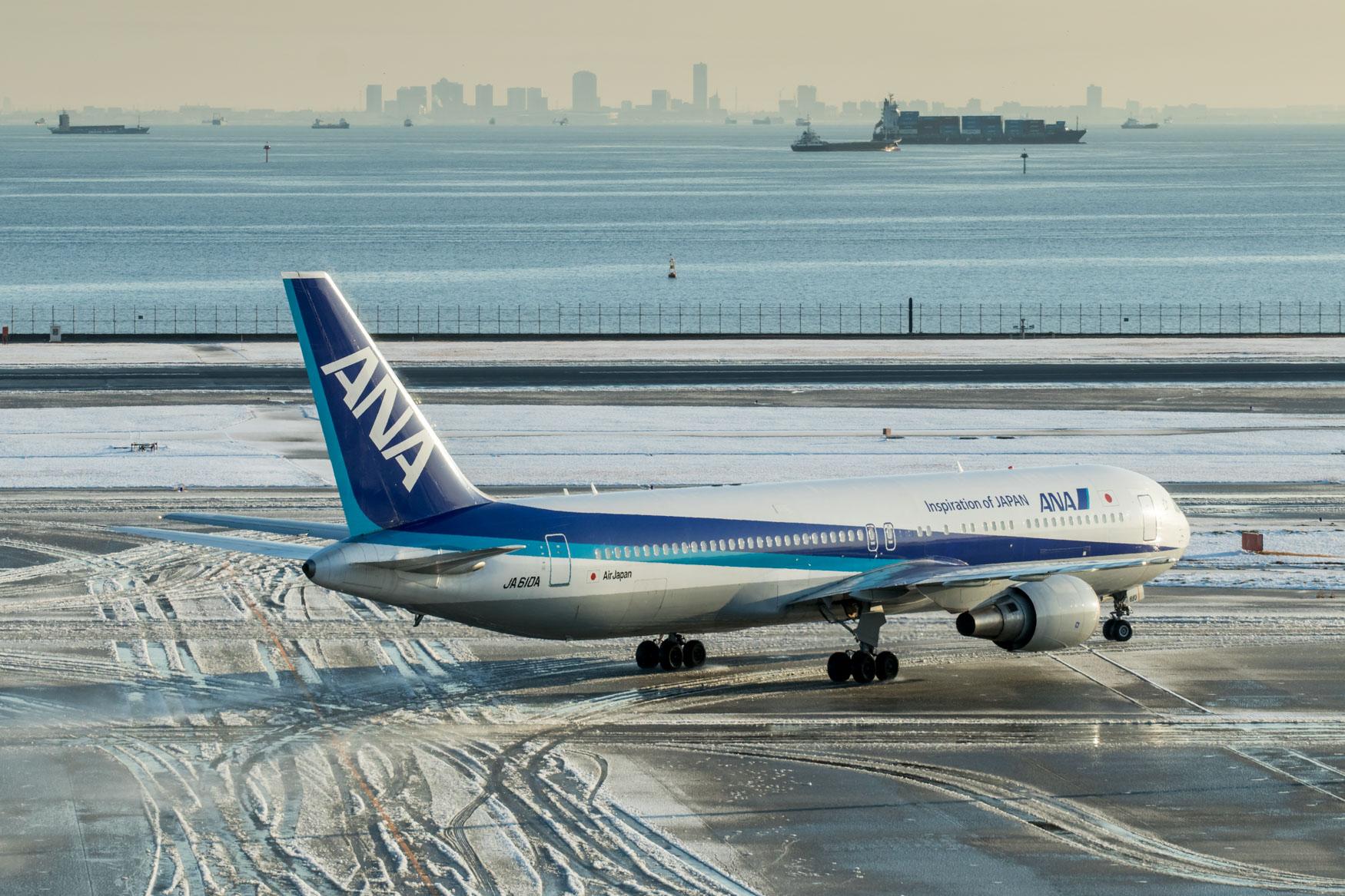 ANA 767-300 Taxiing