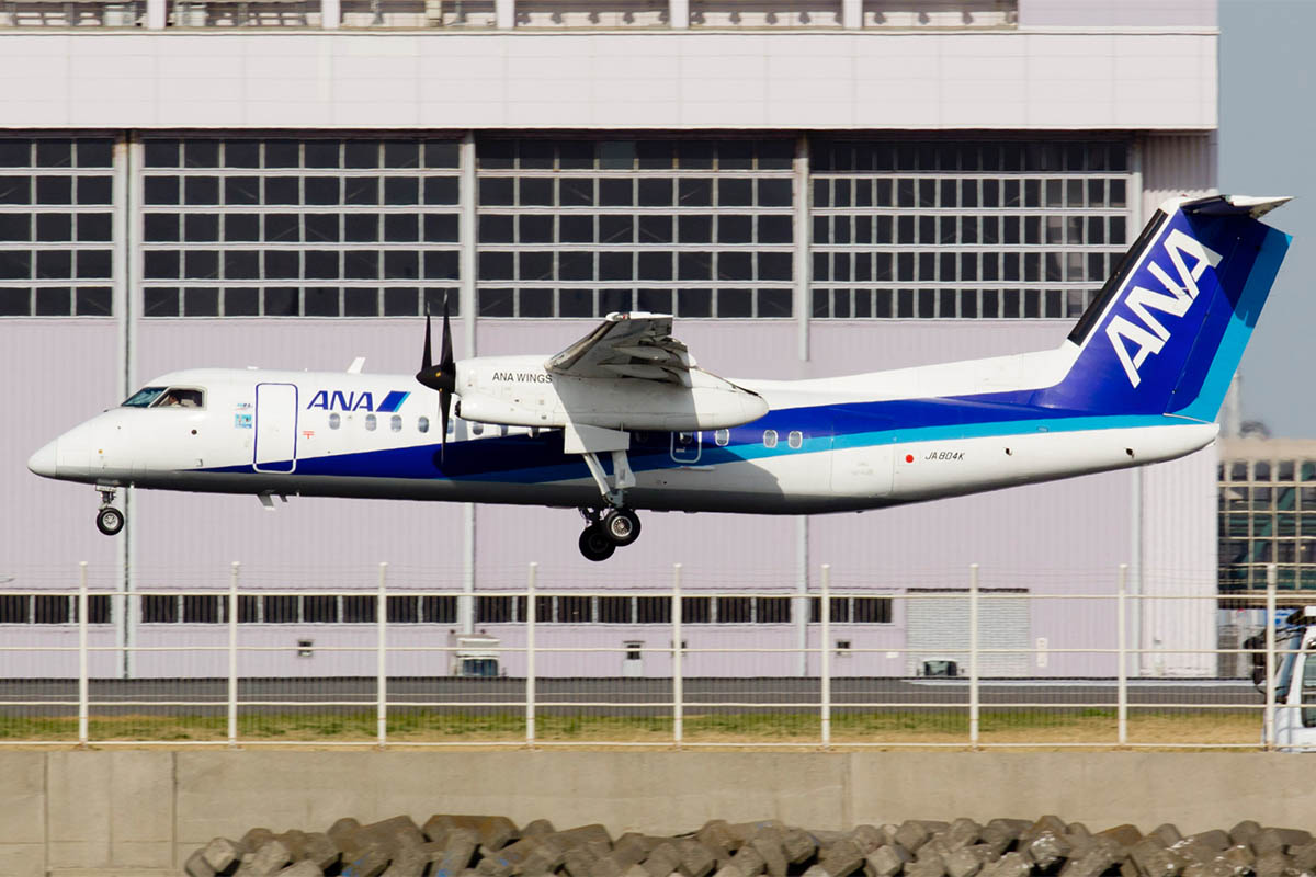 ANA Wings DHC-8-Q300
