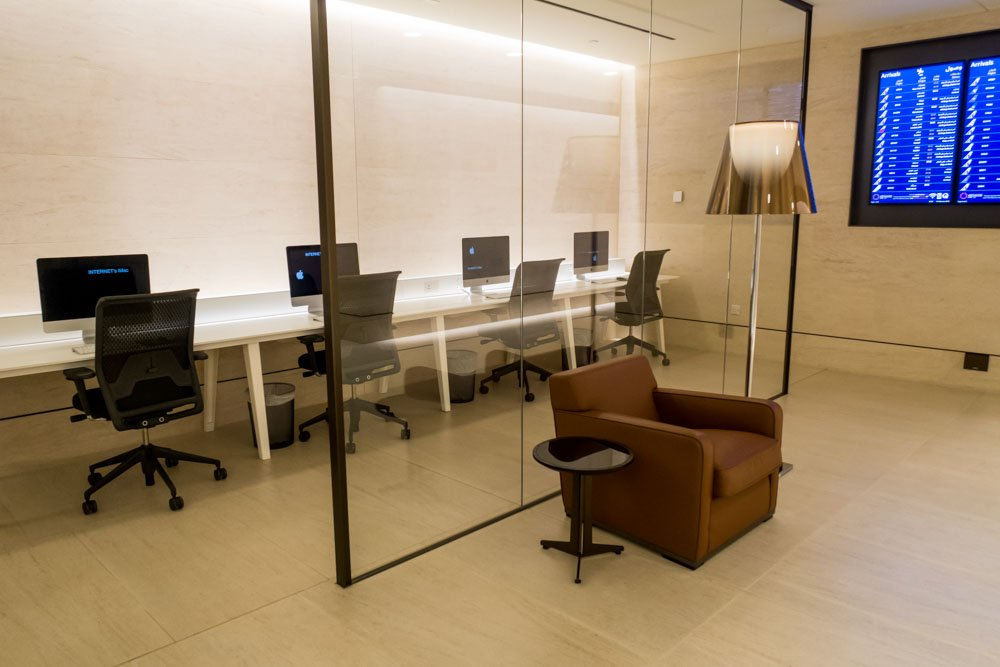 iMacs in Business Center in Qatar Airways Arrivals Lounge