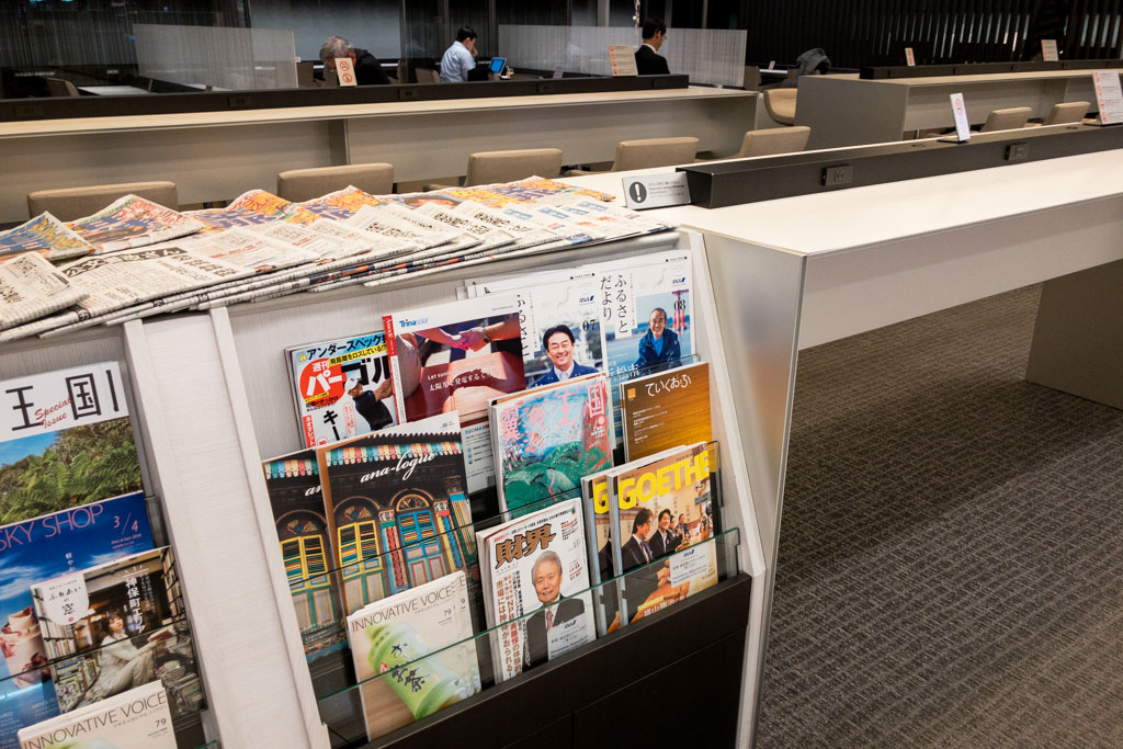 ANA Lounge Magazines