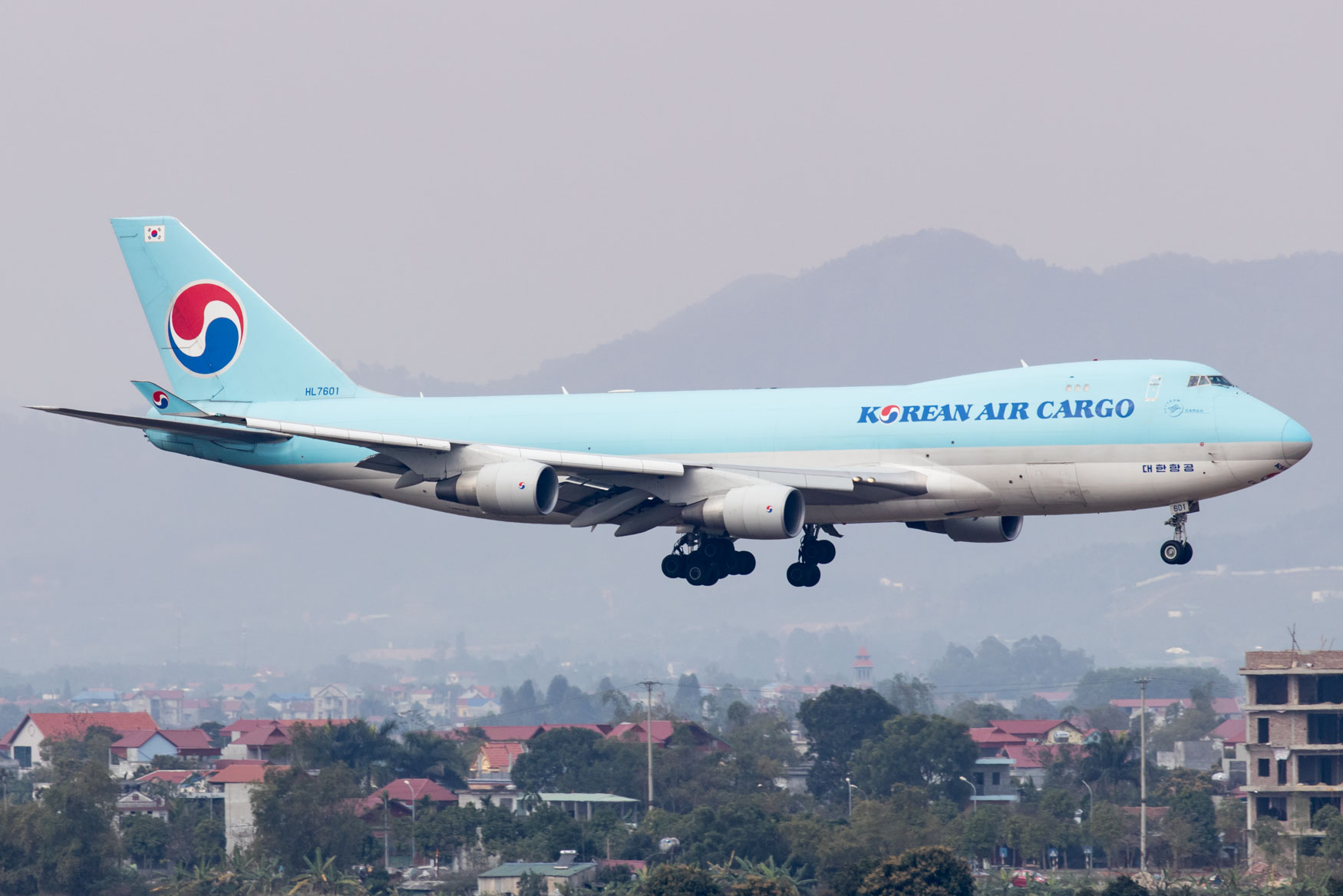 Korean Air Cargo 747 at Hanoi Airport