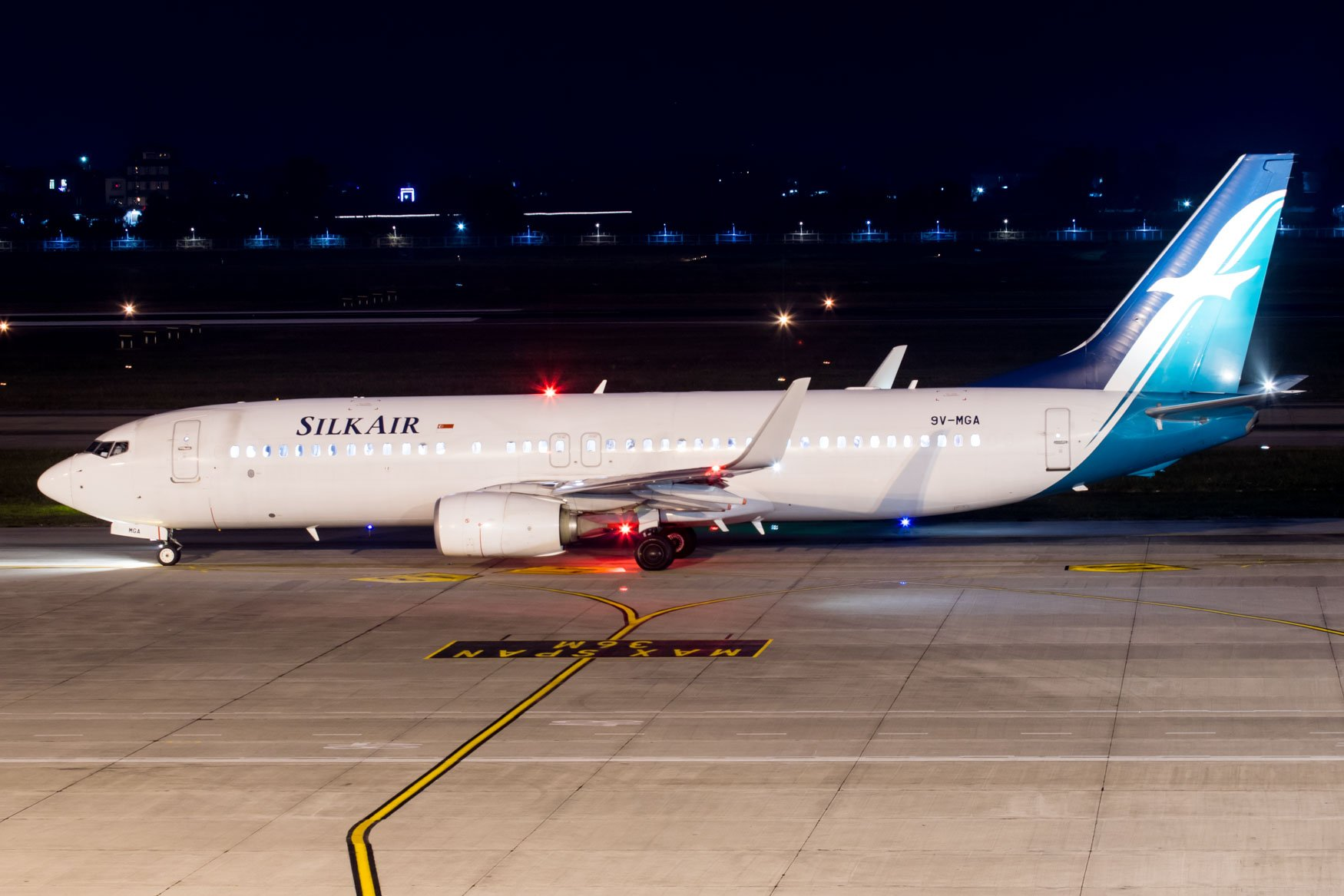 Silk Air 737 Night at Hanoi