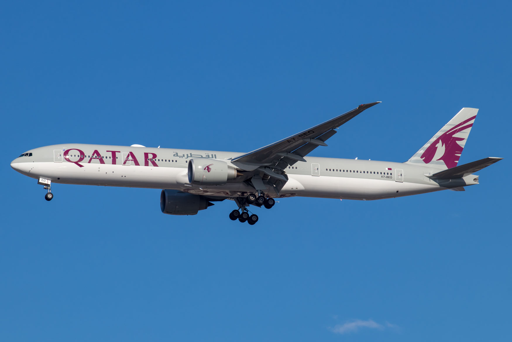 Qatar Airways 777-300ER Landing at JFK