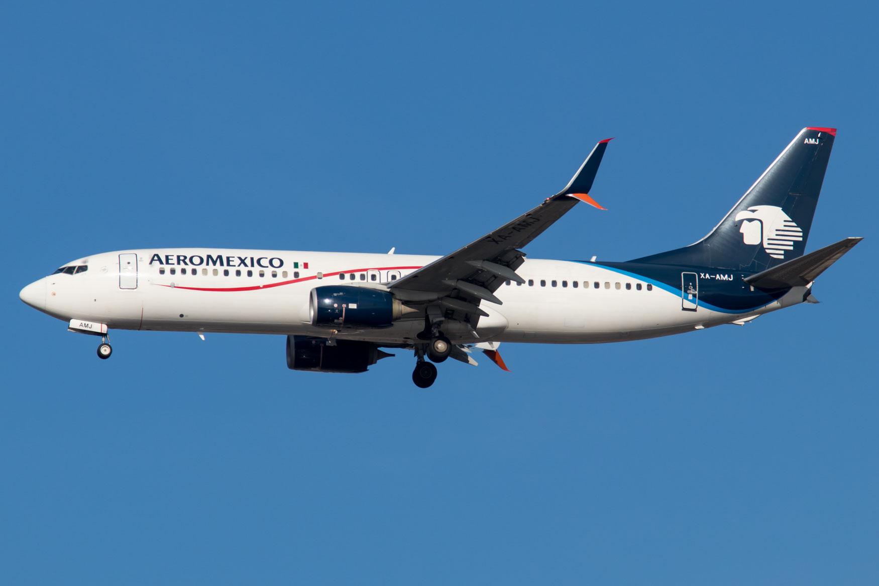 AeroMexico 737-800 Landing at JFK