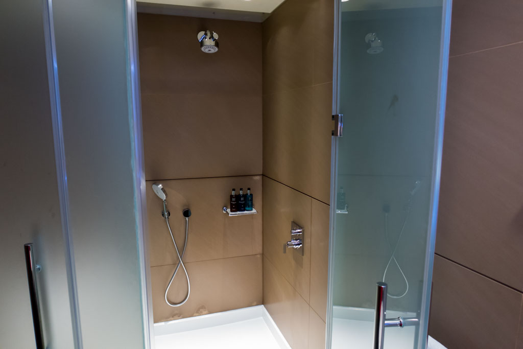 Qatar Airways Lounge Shower