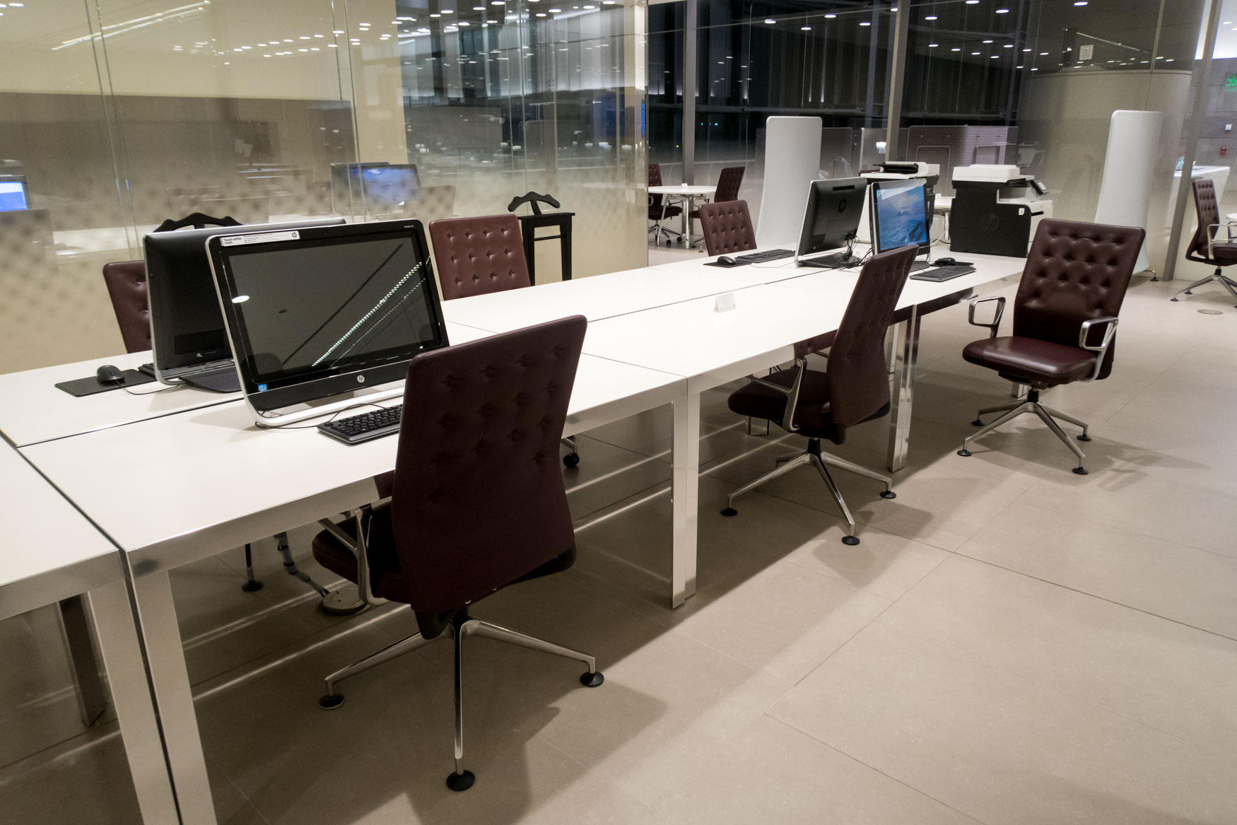 Al Mourjan Business Class Lounge Workstations