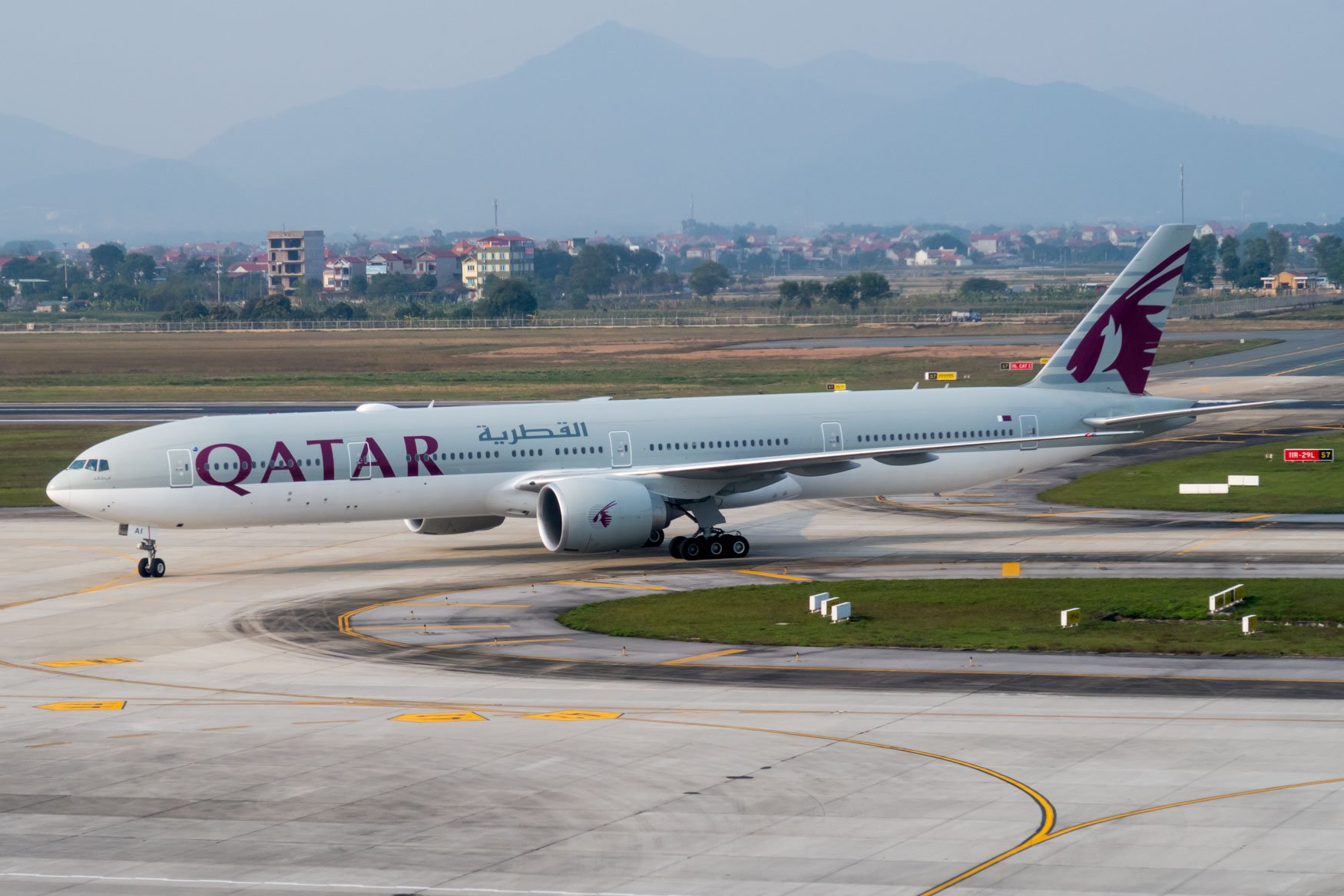Qatar Airways Boeing 777-300ER Arriving at Hanoi from Bangkok