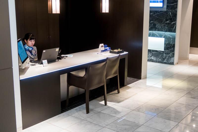 ANA Lounge Customer Service Desk