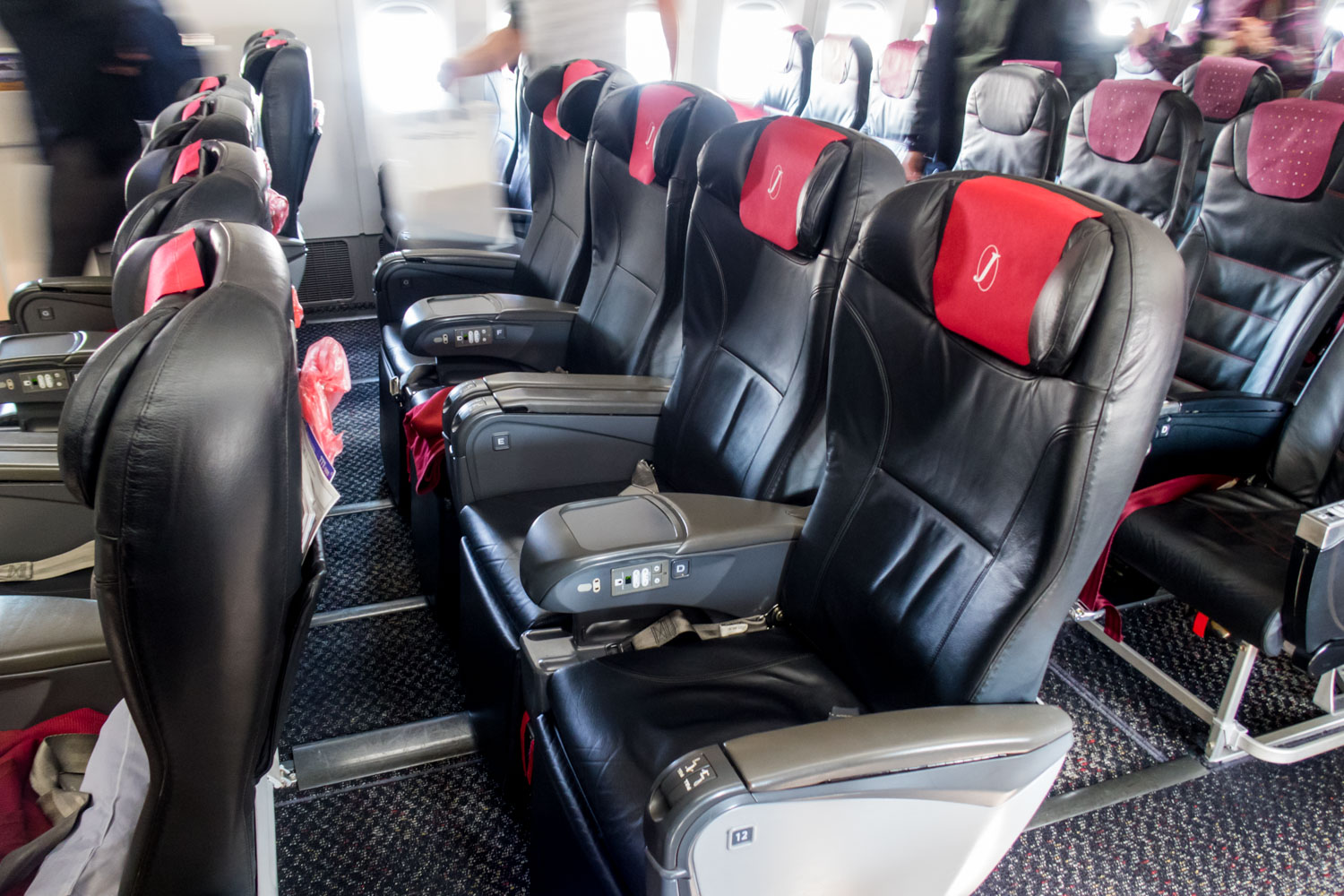 Class J Seats on JAL 777-300