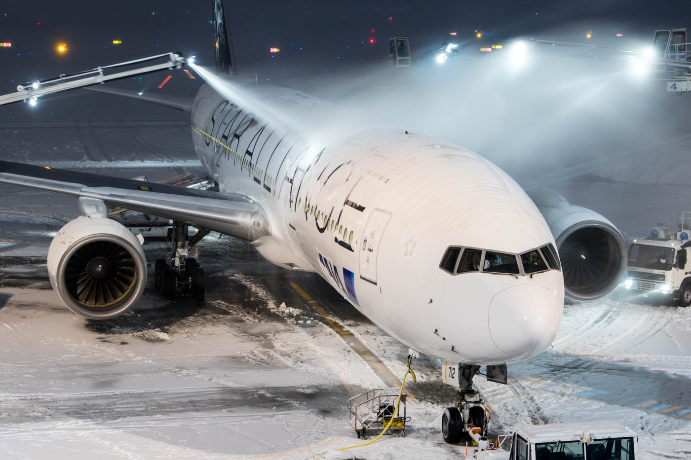Star Alliance 777 Being Deiced at New Chitose Airport