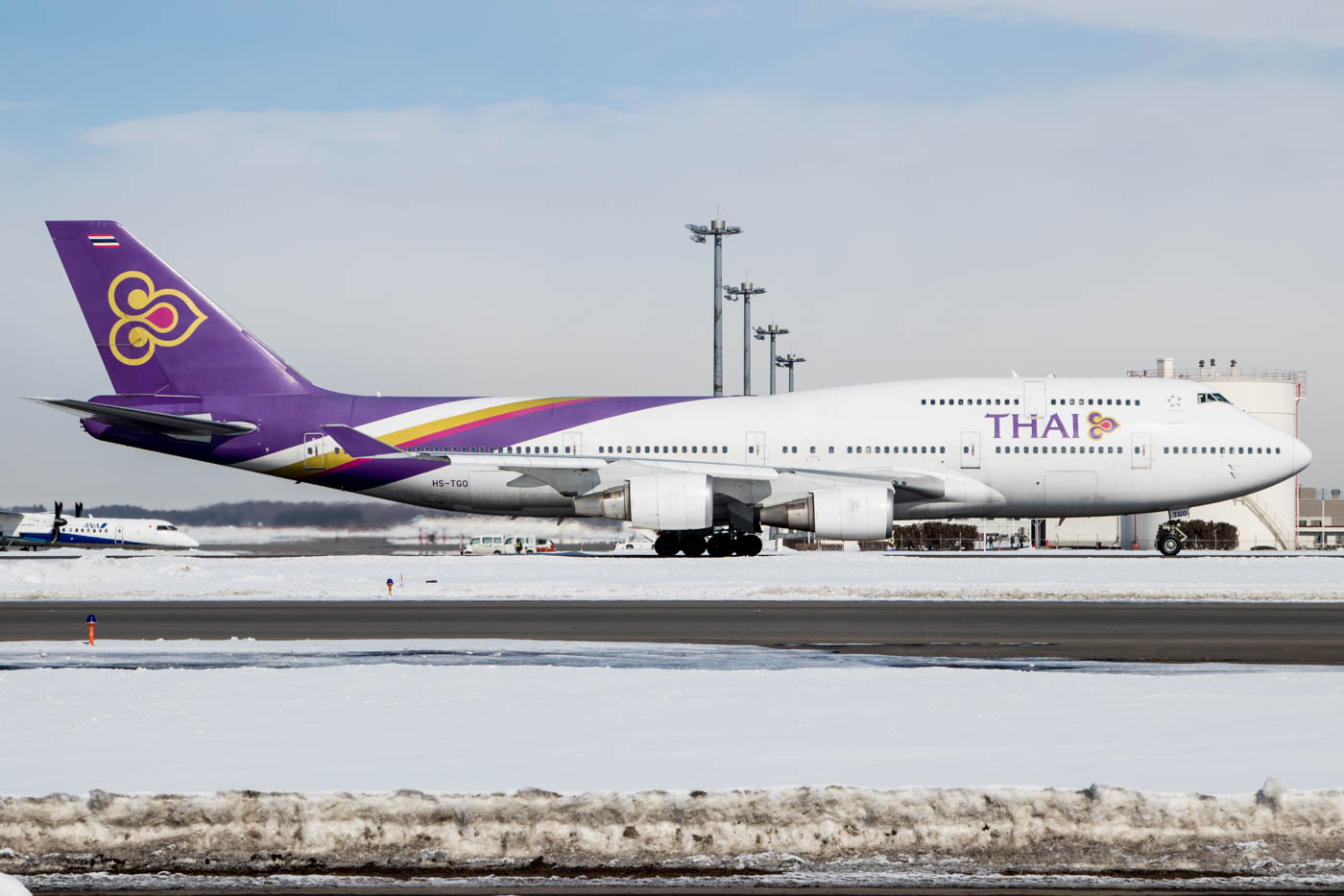 Thai Airways 747 at Sapporo New Chitose