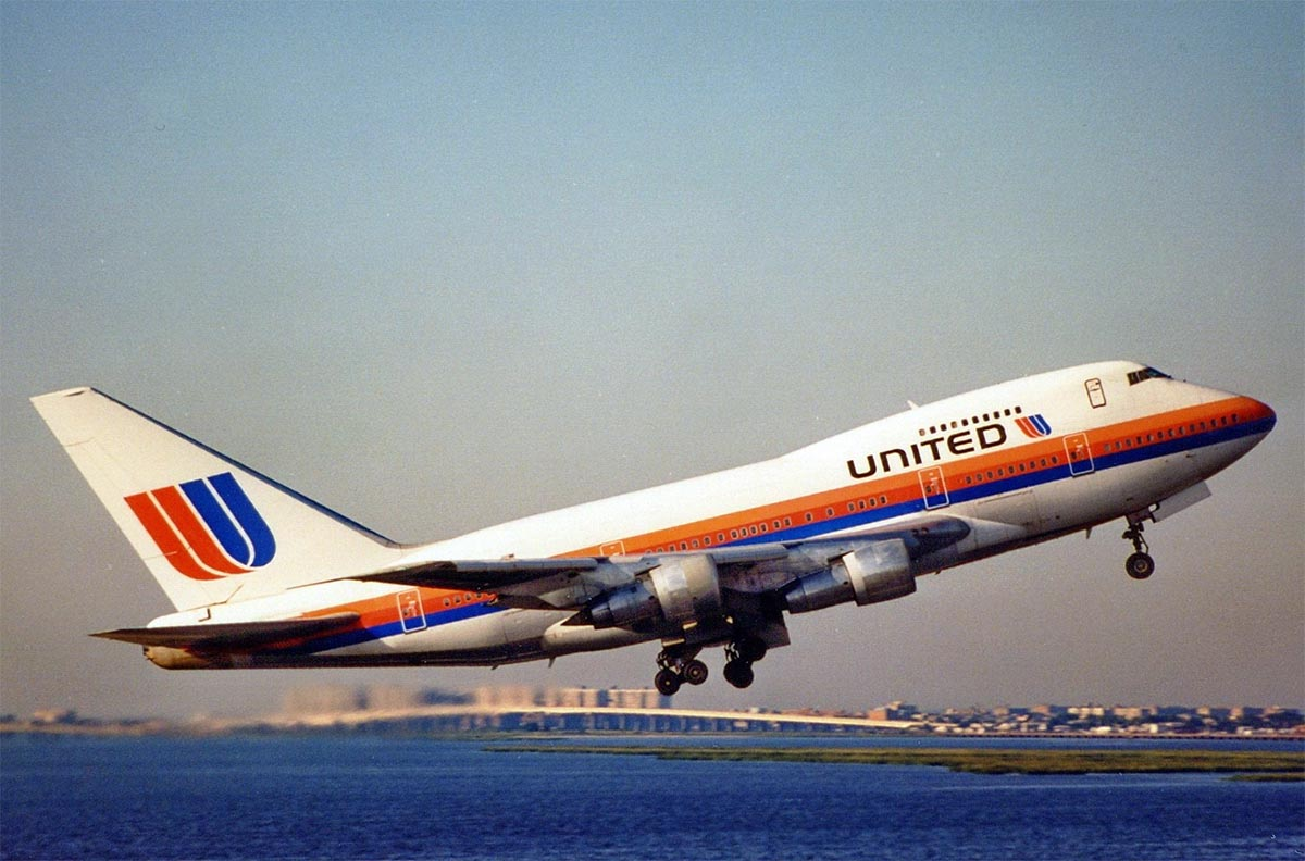 United Airlines 747SP