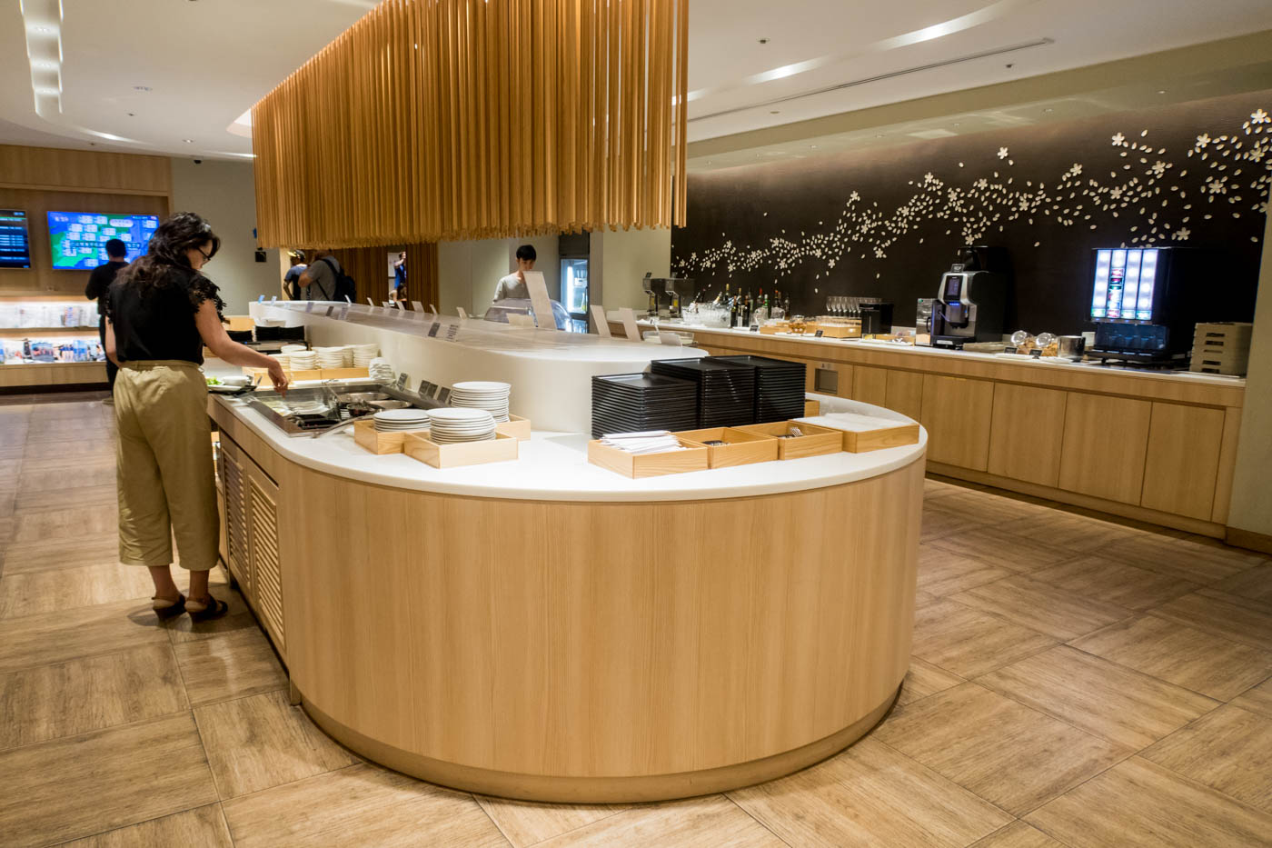 Buffet at JAL Sakura Lounge at HND