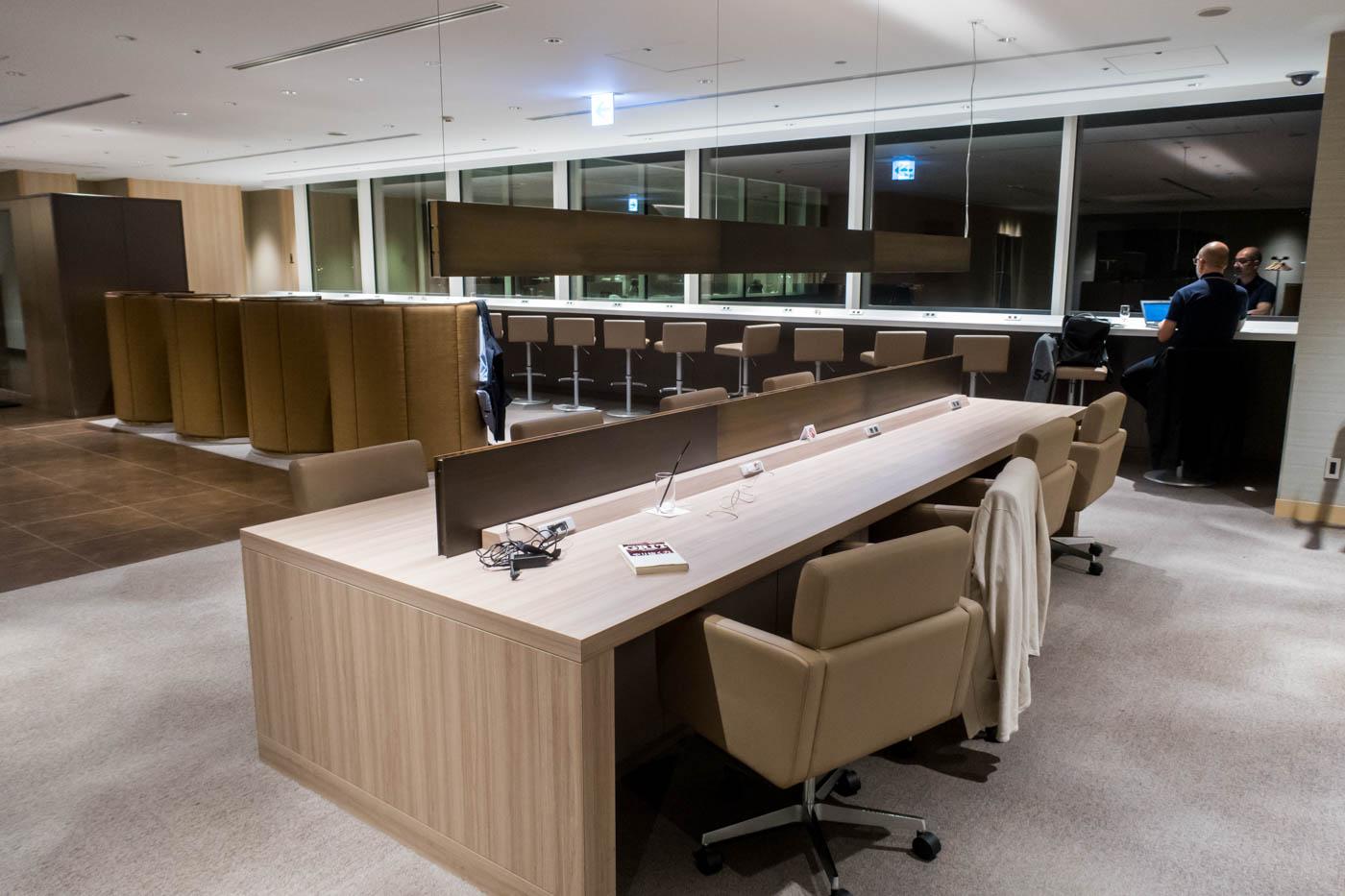 Work Area at JAL Sakura Lounge at Haneda