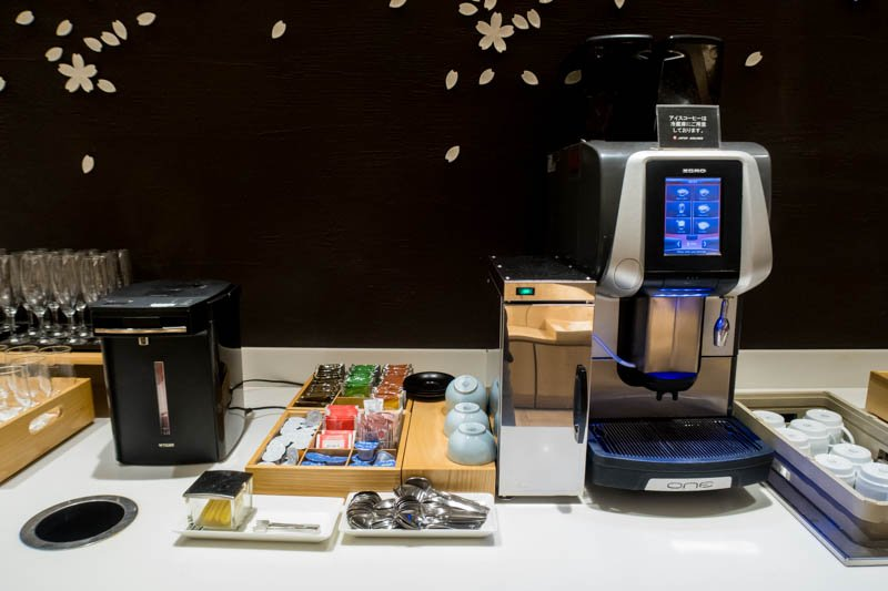 Coffee and Tea in JAL Sakura Lounge Haneda International