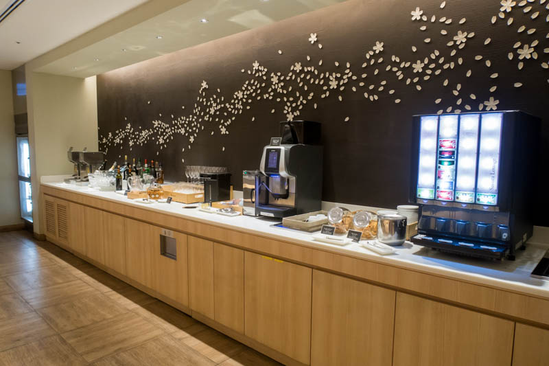 JAL Sakura Lounge Haneda International Drinks