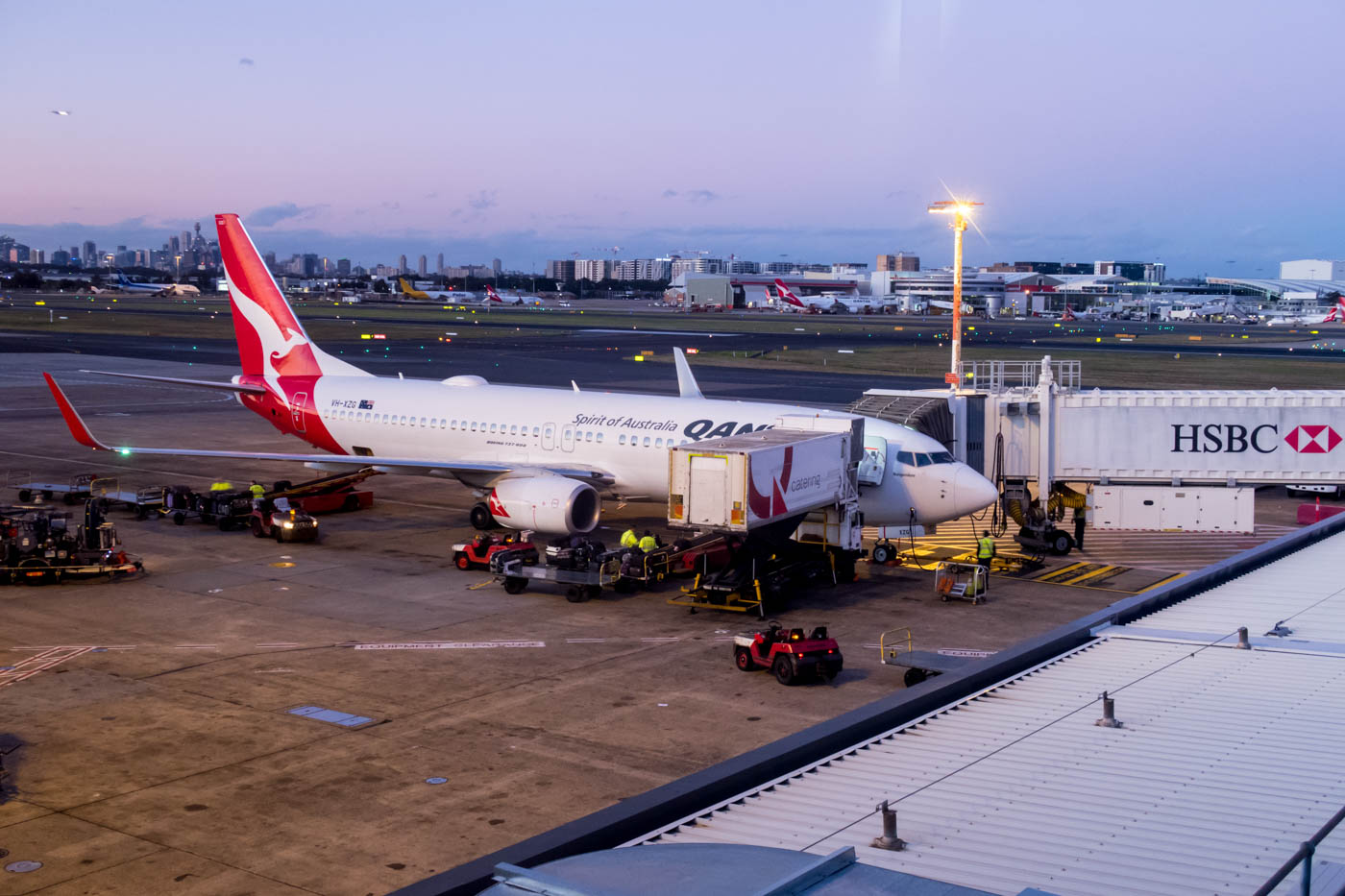 Qantas Boeing 737-800 at Sydney Airport